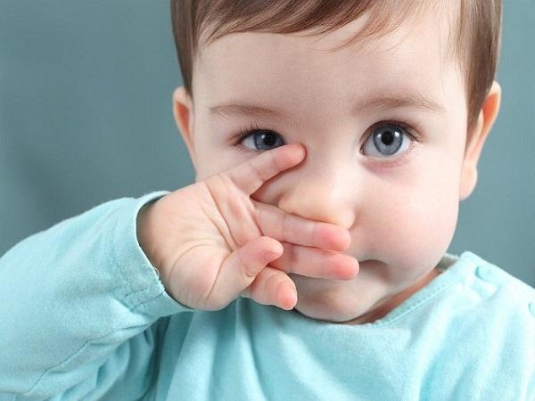 Trẻ bị sổ mũi có nên tắm và những lưu vàng dành cho mẹ