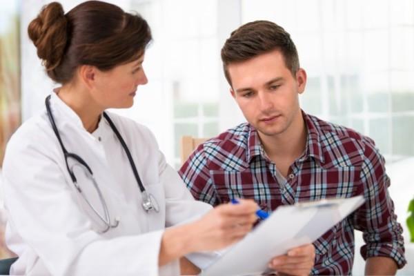 Người bị tim mạch cần phải trao đổi vấn đề cụ thể với bác sĩ để đảm bảo an toàn cho sức khỏe