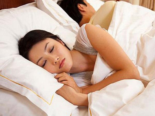Phụ nữ buồn ngủ sau khi quan hệ là do bị tiêu hao năng lượng khi