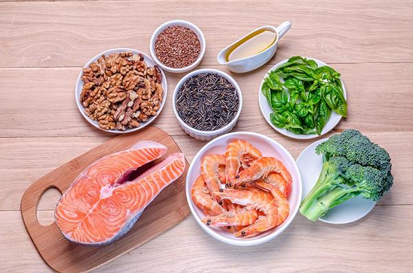 Dinh dưỡng giàu canxi, omega - 3... tốt cho bệnh nhân đau khớp gối