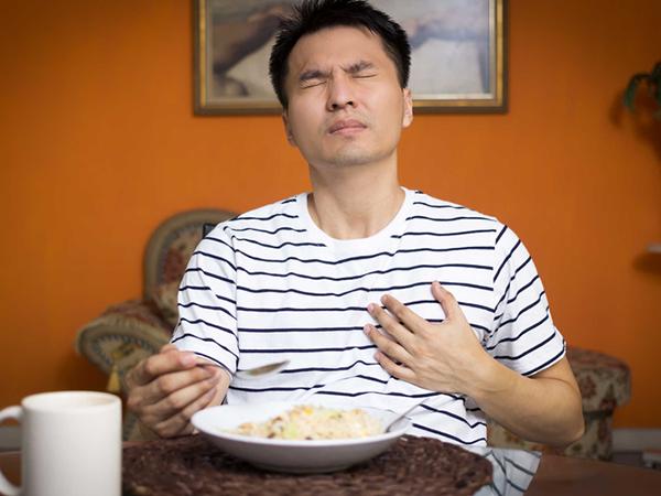 Cách trị buồn nôn sau khi ăn đơn giản tại nhà cho mọi người