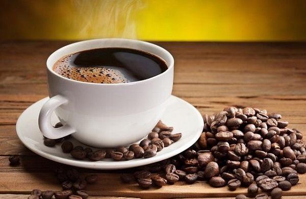 Người bệnh cao huyết áp không nên uống cà phê