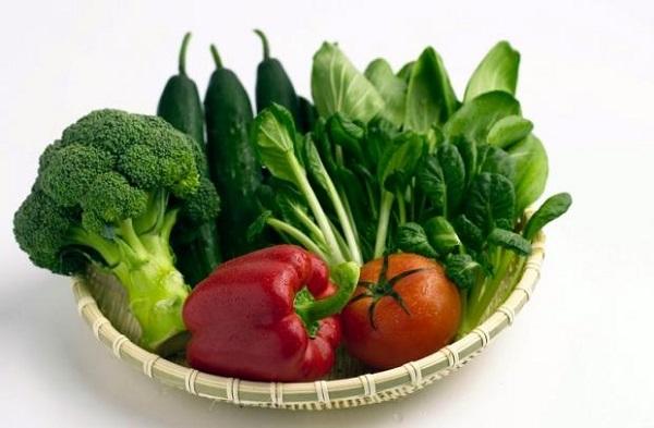 Rau lá màu xanh tốt cho người bệnh cao huyết áp