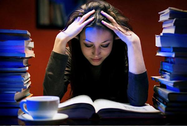 Thức khuya khiến phụ nữ căng thẳng mệt mỏi