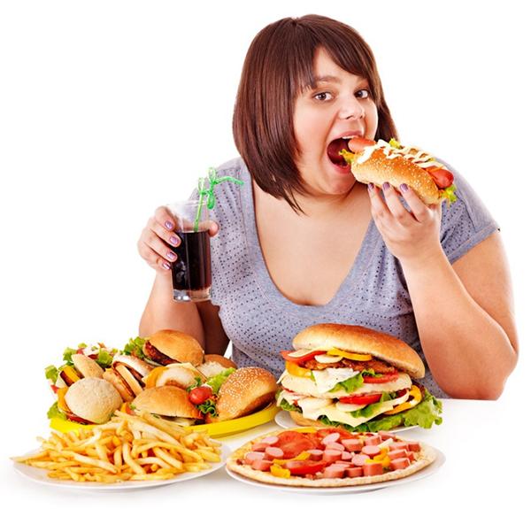 Khi thức khuya cơ thể có xu hướng nạp nhiều chất béo