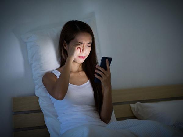 Thức khuya ngủ ngày không tốt cho sức khỏe