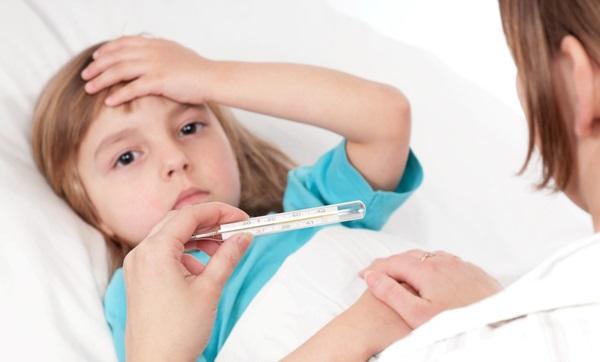 Mẹ nên cho trẻ uống thuốc hạ sốt paracetamol
