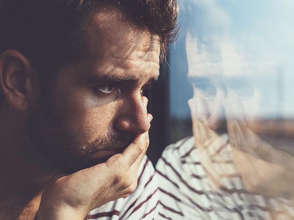 Đàn ông sau khi ly thường cảm thấy chống vắng và dễ suy sụp