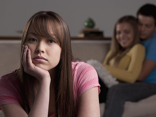 Chán chồng lăng nhăng, ly hôn thì dễ, làm sao để trị được tính này mới khó?