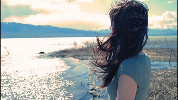 Không nên đợi chờ một người không yêu mình vì chỉ phí hoài thời gian mà thôi