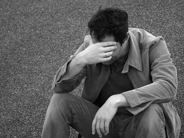 Đàn ông im lặng trong tình yêu có nghĩa là đang bế tắc cần thời gian để suy nghĩ