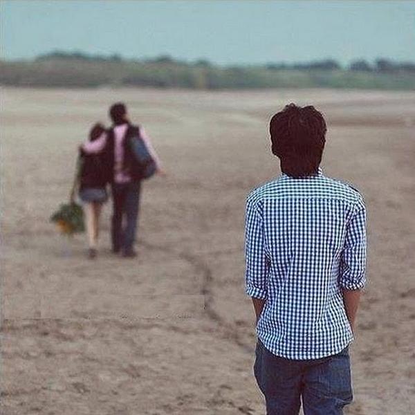 Lòng tôi quặn đau vì chỉ biết ngắm em từ xa, bởi mình là người đến sau