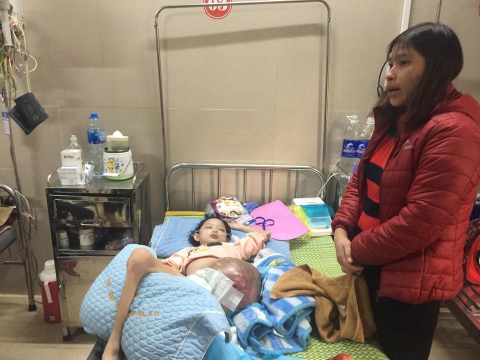 """Bé gái 10 tuổi mắc ung thư xương, mẹ đau nhói lòng khi con hỏi """"bao giờ được về nhà"""" - Ảnh 2"""