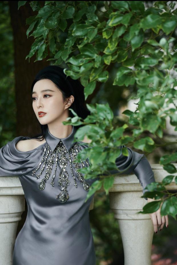 Bắt trend đeo bờm hơi muộn nhưng Phạm Băng Băng vẫn đẹp rụng rời, chứng minh ngôi vị 'nữ hoàng thảm đỏ Cbiz' - Ảnh 7