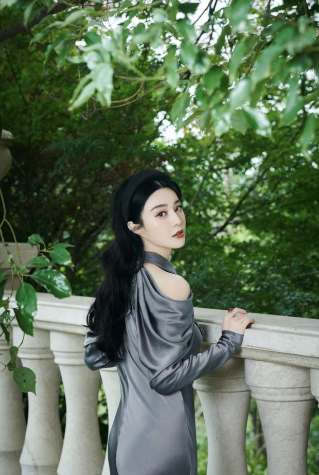 Bắt trend đeo bờm hơi muộn nhưng Phạm Băng Băng vẫn đẹp rụng rời, chứng minh ngôi vị 'nữ hoàng thảm đỏ Cbiz' - Ảnh 8