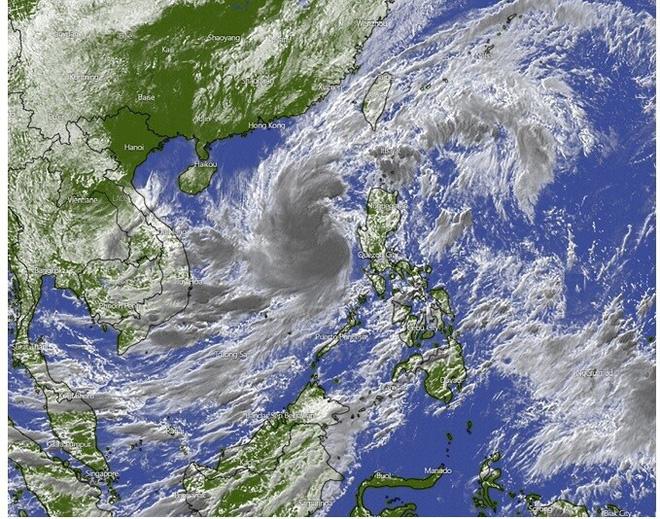 Ngày 27/10, bão số 9 giật cấp 17 di chuyển nhanh 20-25km và bắt đầu ảnh hưởng đến đất liền từ Đà Nẵng đến Phú Yên - Ảnh 1