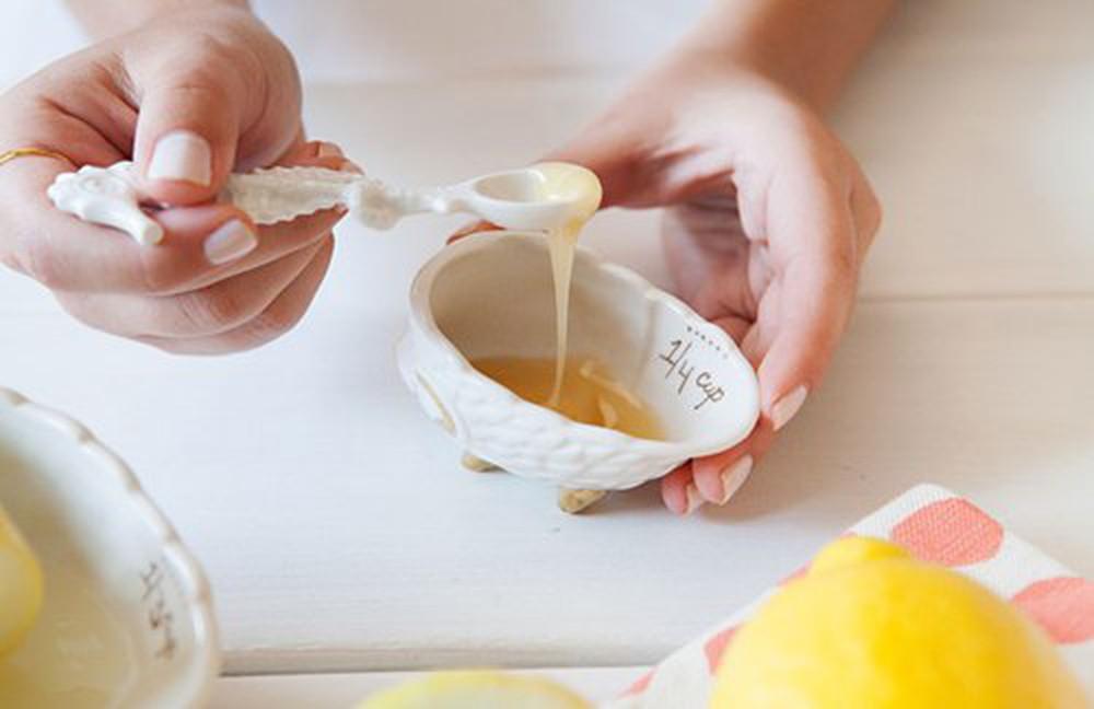 Mặt nạ mật ong, muối sẽ giúp tẩy tế bào chết