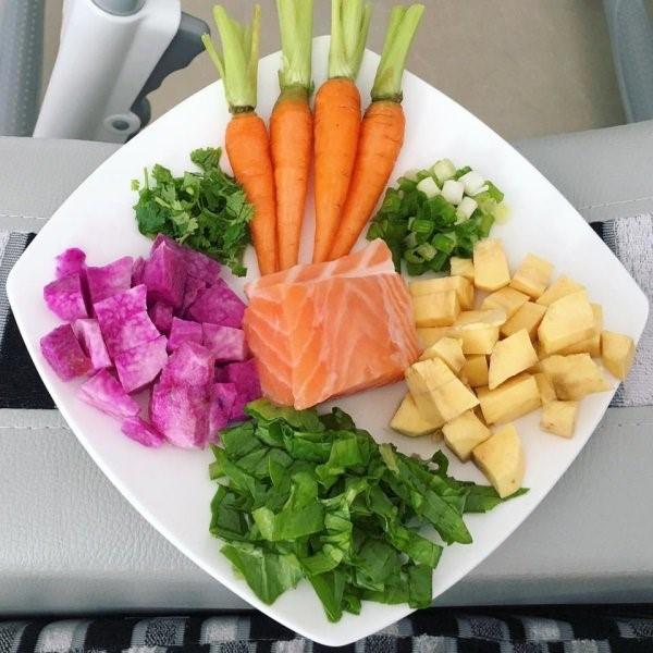 Thay đổi thực đơn cho bé yêu với món cháo cá hồi cà rốt