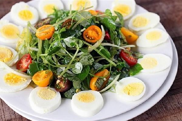 Rau càng cua trộn trứng đơn giản nhưng ngon miệng