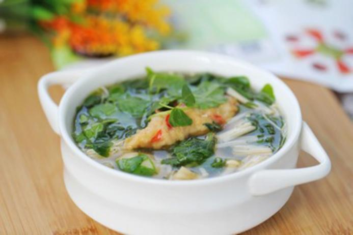 Canh rau càng cua với nấm giúp giảm nhiệt ngày nóng