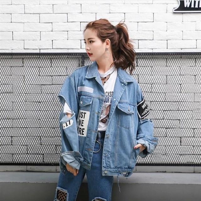 Chiếc áo khoác jean oversize luôn mang đến sự thoải mái, cá tính cho bất kỳ set đồ nào