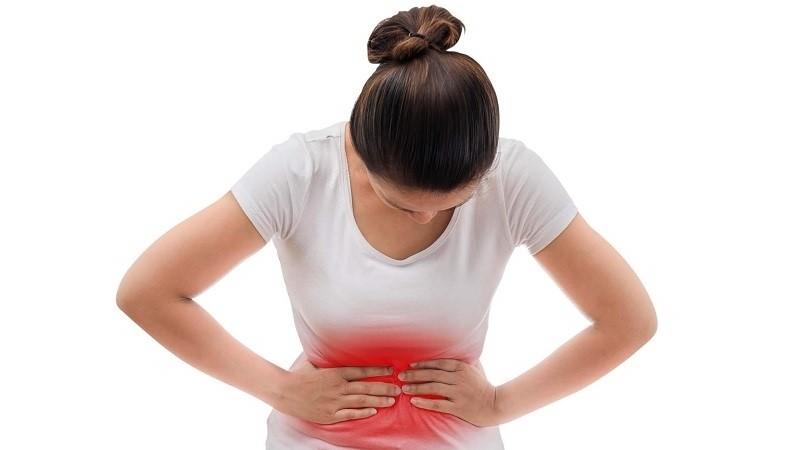 Cảm giác đầy bụng và khó chịu lưng, bụng là dấu hiệu của đa nang buồng trứng