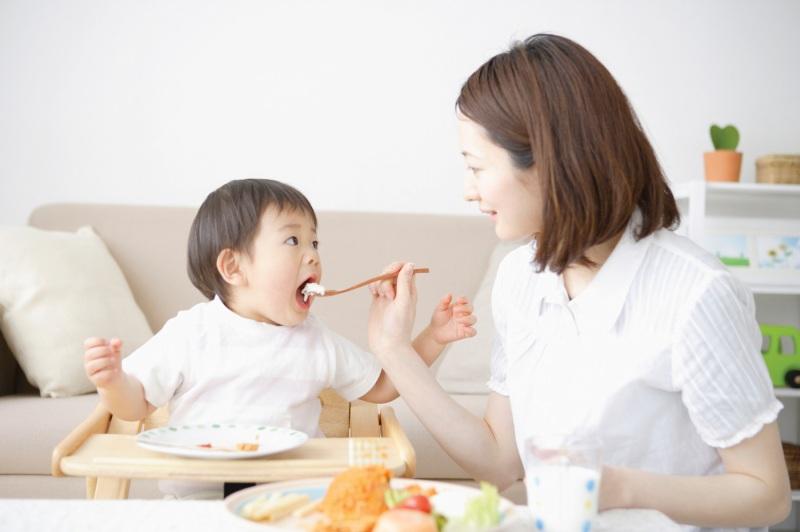 Không nên chỉ cho bé ăn mãi một yêu thích mà phải đa dạng thực phẩm trong mỗi bữa ăn