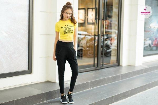 Quần jogger nữ phối với áo gì để tạo nét cá tính riêng?