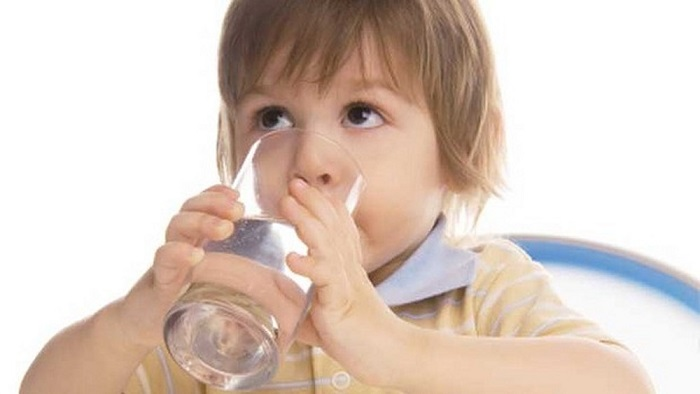 Bù nước và oresol cho cơ thể bé