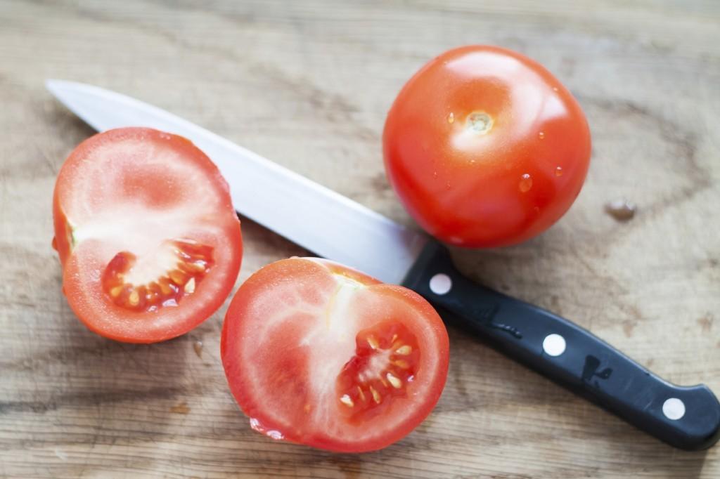 Những cách làm đẹp với cà chua cho làn da trắng hồng và mềm mịn như da em bé