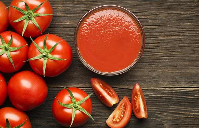 Dùng cà chua loại bỏ dầu nhờn trên mặt
