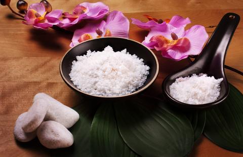 Tẩy tế bào chết bằng gạo và đường