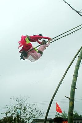 Đu tiên ở lễ hội Đền Hùng