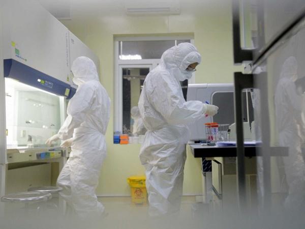 Thêm 10 ca nghi nhiễm COVID-19 ở Quảng Ninh, 9 người là nhân viên sân bay - Ảnh 1