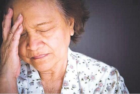 Người già mắc chứng nhớ nhớ quên quên do nguyên nhân gì và cách phòng ngừa ra sao? - Ảnh 2
