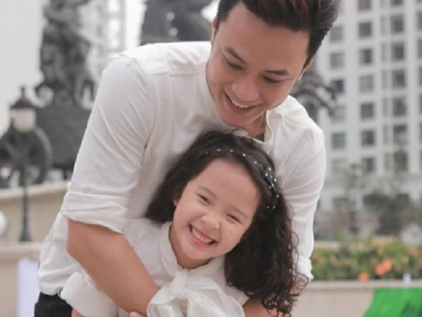 5 câu nói 'vàng mười' bố nên nói với con gái mỗi ngày
