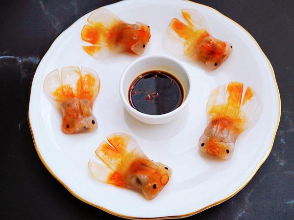 """Há cảo tôm phiên bản """"cá vàng bơi trong bể nước"""" của cô nàng ở Sài Gòn hút 13K like trên MXH: Giao diện đẹp đến mức chị em không nỡ ăn!"""
