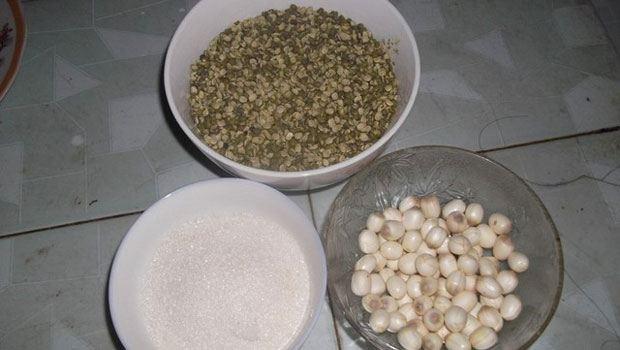 Nguyên liệu chính để làm món chè hạt sen với đậu xanh