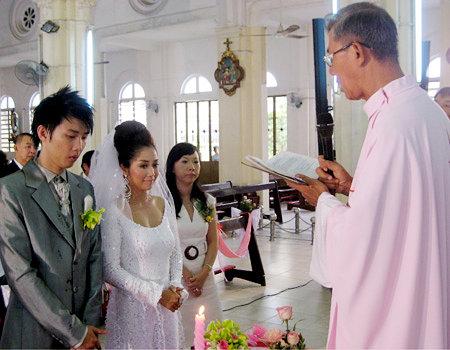 Ốc Thanh Vân bồi hồi nhớ lại khoảnh khắc 9 năm trước cùng chồng sánh bước tại nhà thờ - Ảnh 1
