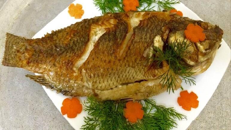 Chỉ mẹo để rán cá không bị vỡ, không dính chảo và vàng đều trong mềm ngoài giòn ai ăn cũng ghiền - Ảnh 1