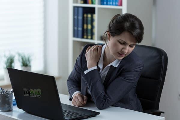 Ngồi làm việc mà không quên làm thêm những việc này thì bạn không phải lo chuyện đau lưng, đau cổ hay có tư thế xấu xí - Ảnh 1