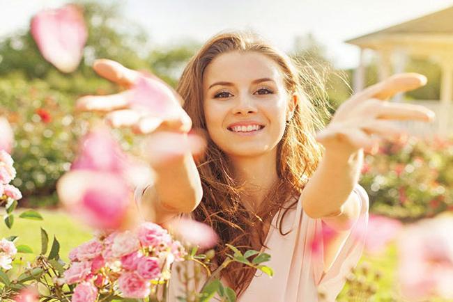 Phụ nữ mảnh khảnh có khuôn mặt hình bầu dục thường có khuynh hướng suy nghĩ nhanh và rất khéo trong việc khai thác, điều khiển nam giới. (Ảnh minh họa)