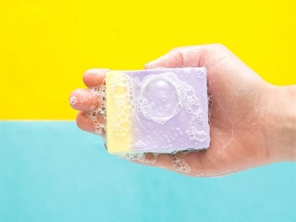 Cách làm xà bông bảo vệ da tay nhiều màu sắc tại nhà