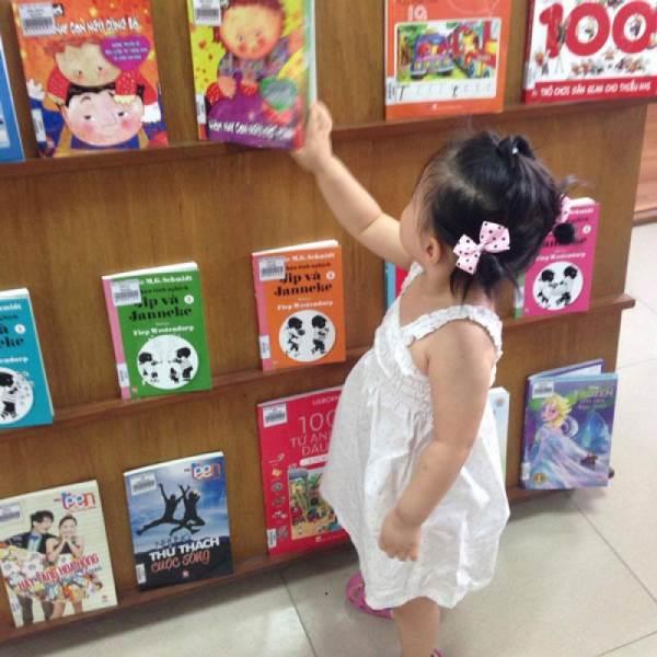 Bỏ túi vài chiêu giúp trẻ thích sách - Ảnh 2
