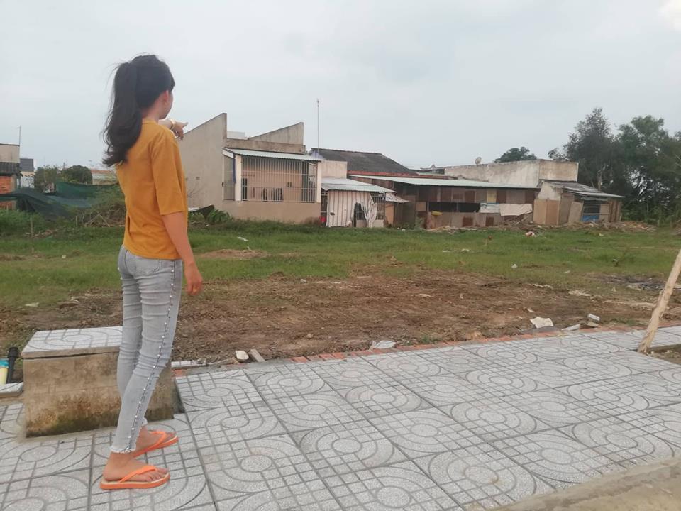 Người dân phản ánh về tình trạng ngập úng do ảnh hưởng của dự án.