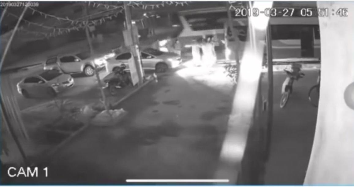 Clip ghi lại cảnh chiếc xe khách lao vào đoàn đưa tang khiến 7 người thiệt mạng
