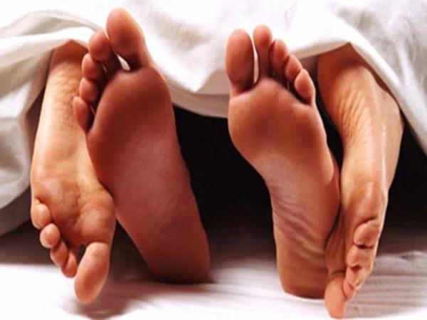 Gãy đôi dương vật vì bị trượt chân khi đang 'lâm trận'