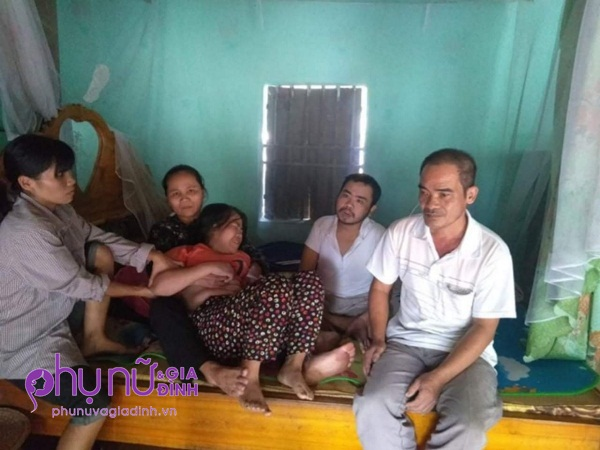 Lời cầu cứu của cặp vợ chồng già có hai người con bị suy thận giai đoạn cuối không tiền chữa trị