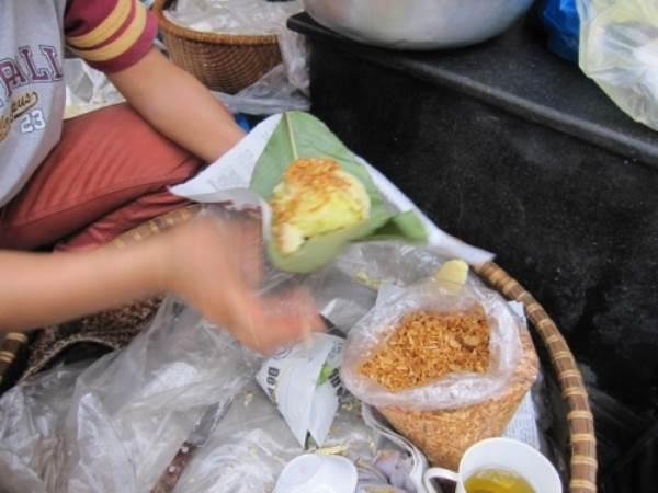 Lý do người Việt KHÔNG NÊN mua xôi sáng gói bằng giấy báo, nilon? - Ảnh 1