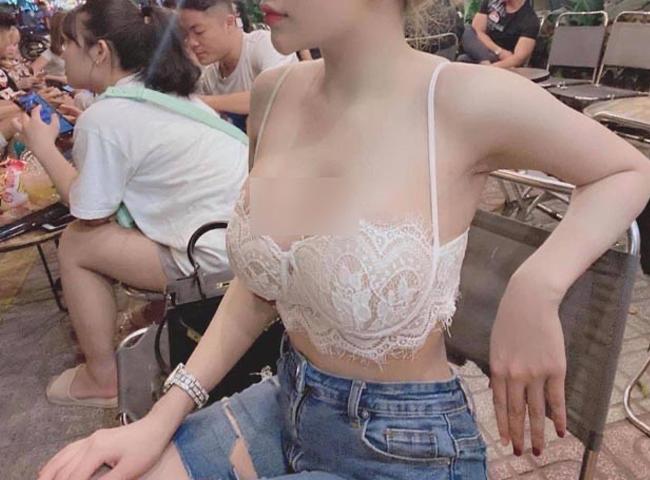 Loạt hot girl vô tư 'hở bạo' trên đường phố khiến nhiều người 'nhức mắt', có người đẹp còn hồn nhiên không mặc cả nội y - Ảnh 11